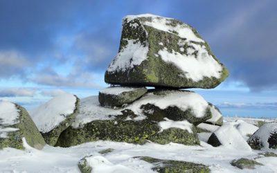Randonner au Mont Lozère sous la neige avec la capuche Overcap !